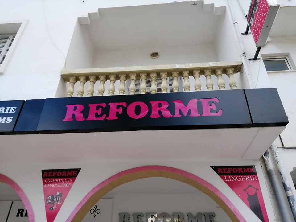 Panneau Parfumerie Enseigne lumineuse Parfumerie Alucobond Marrakech Maroc casa, rabat, Ben Guerir, Safi, Chichaoua, Essaouira, Kelaa sraghna, Beni Mellal, settat, berrechid.