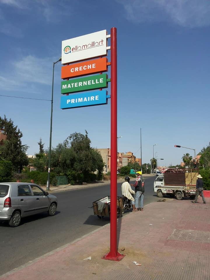 Totem publicitaires à Marrakech