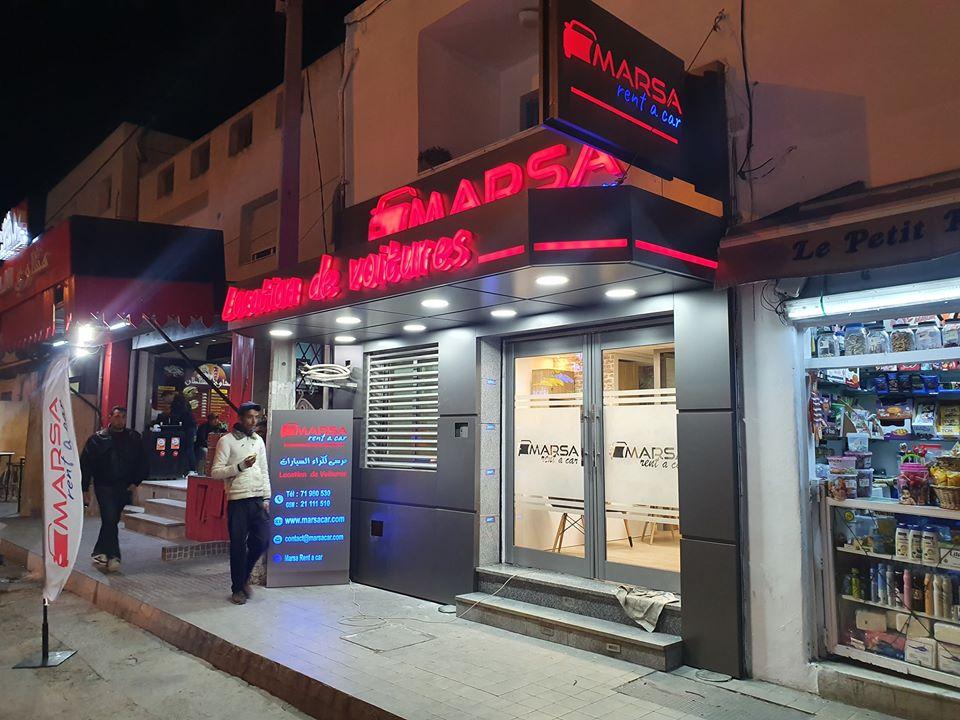 Habillage de façade + enseigne lumineuse lettres emboîtées et gravure plexi lumineux éclairage led marrakech