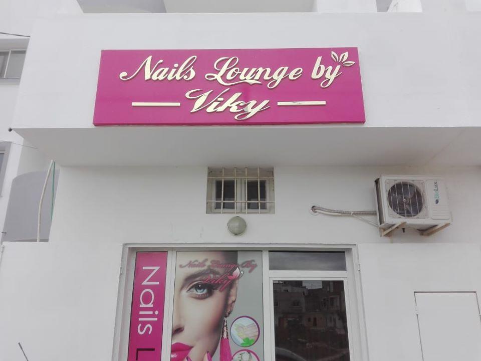 Enseigne en lettres doré - Marquage sur vitre salon de coiffure à Marrakech